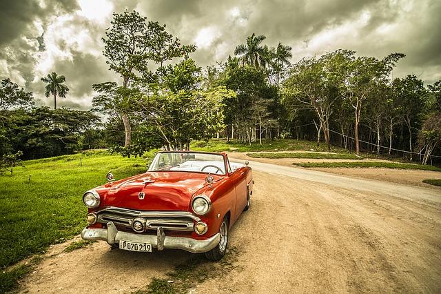 červené kabrio