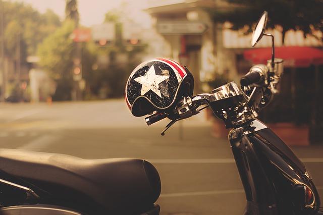přílba na motorku